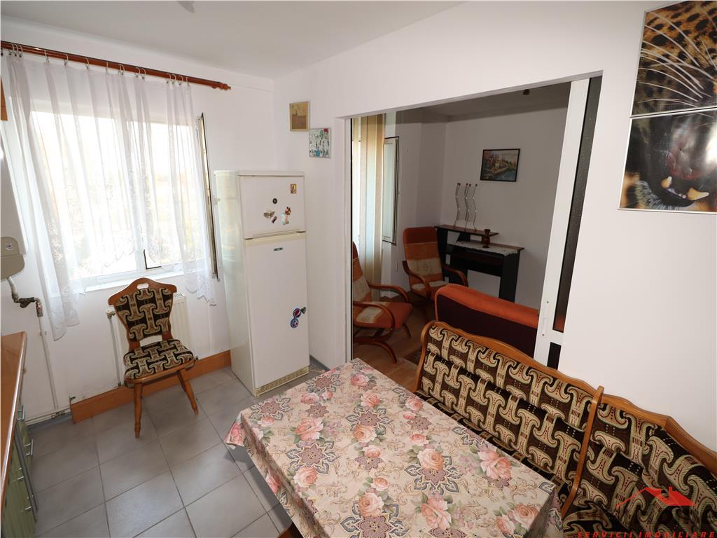 Apartament 2 camere, etaj 3, zona Bdul Bucuresti