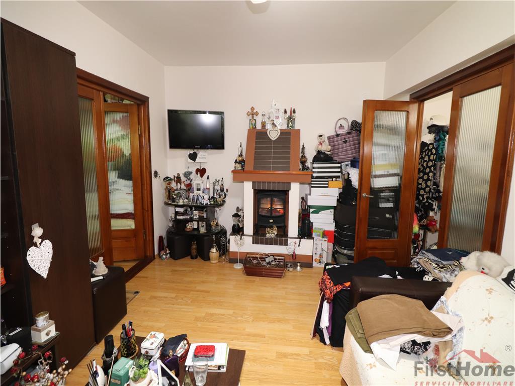 Apartament 2 camere, etaj 3/3, zona Liceul Economic