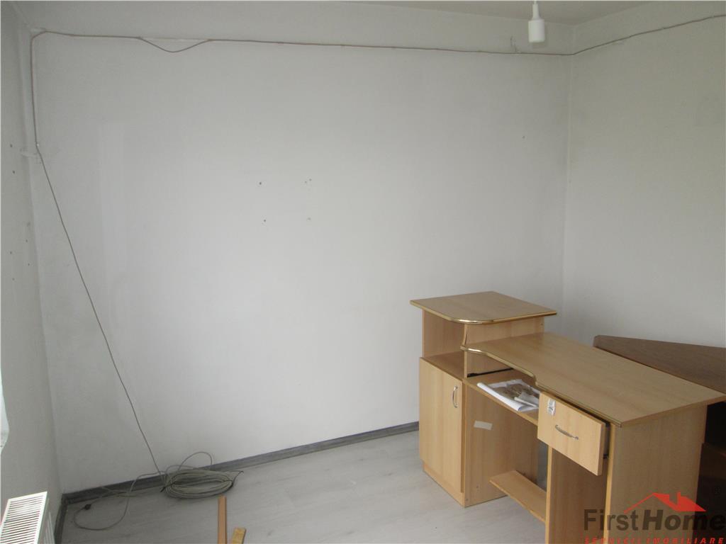 Apartament 3 camere, etaj 3/3 cu acoperis, zona Homelux