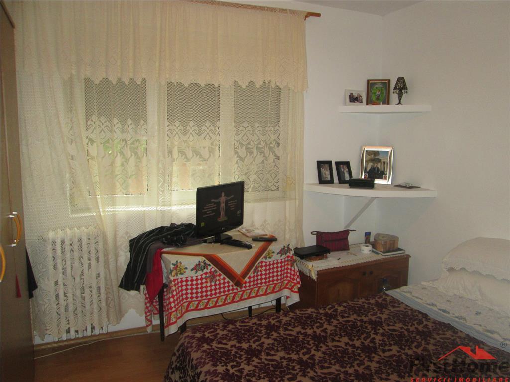 Apartament 2 camere, etaj 1, sud , decomandat