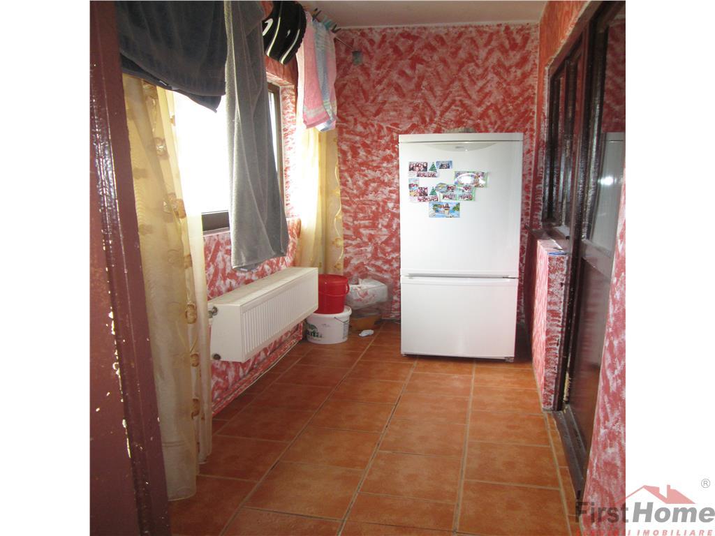 Zona Centrala, 2 camere, 4/4 cu acoperis