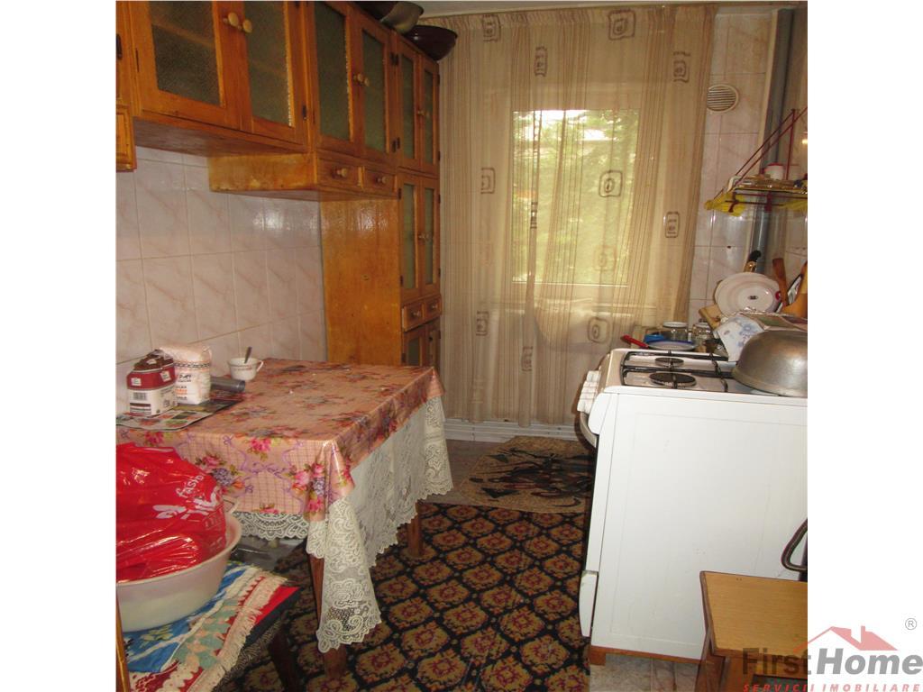 2 camere, etaj 3, sud  Scoala 8