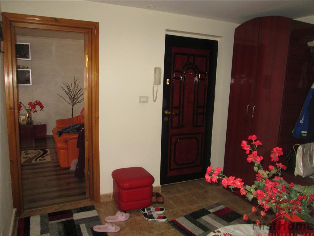 Apartament 3 camere, etaj 1, zona CEC  Scoala 3