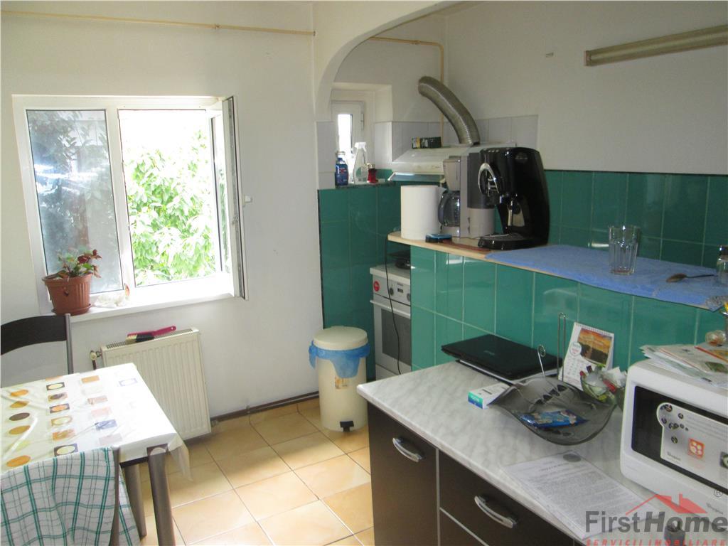 Apartament 3 camere, zona Longinescu,etaj 3/3,cu acoperis
