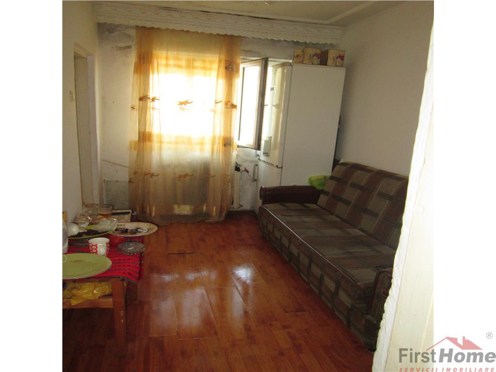 Apartament 3 camere , zona Bahne, et 4/4 fara acoperis