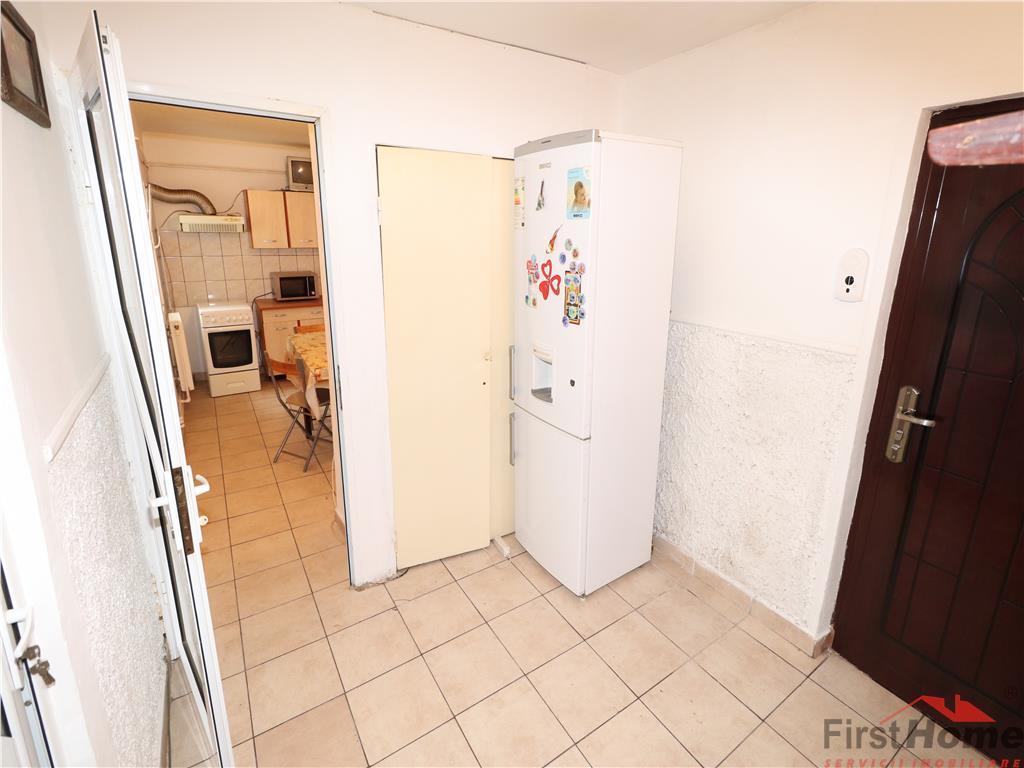 Apartament 3 camere, etaj 3/3 cu acoperis, Penny Market