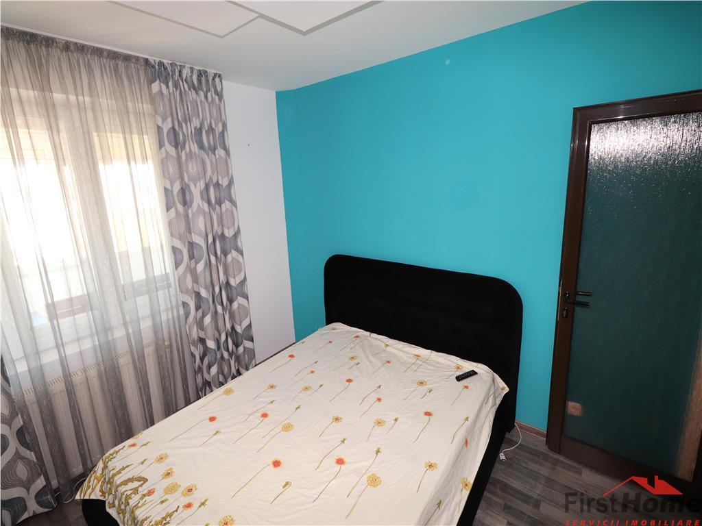 Apartament 3 camere, etaj 3/4, zona Garii / Supermarket Zanfir