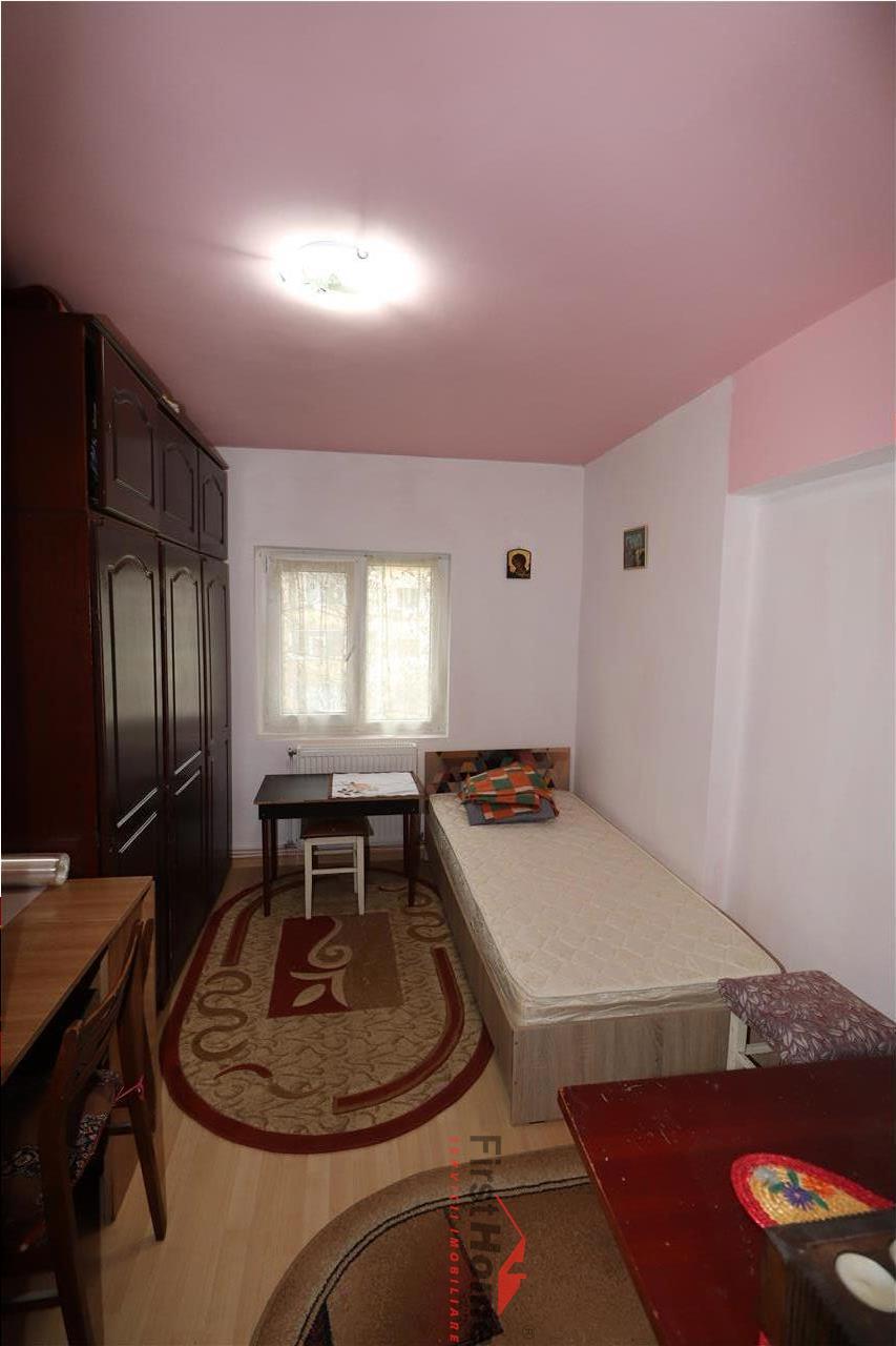 Apartament 3 camere, etaj 3, zona Sud, bloc P