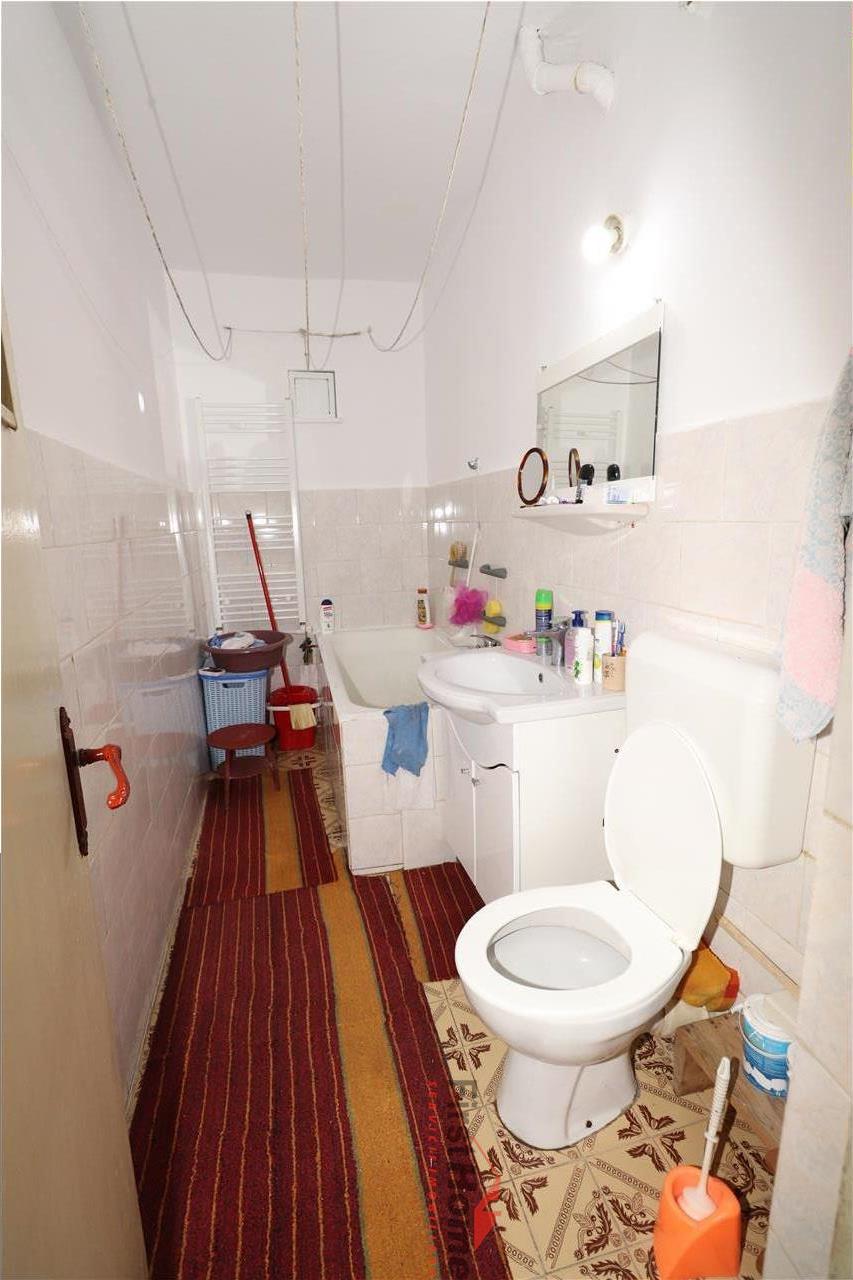 Apartament 3 camere, etaj 2, zona Dogan  Scoala 10
