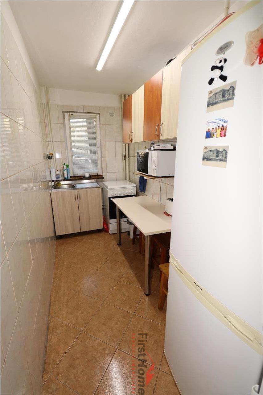 Apartament 3 camere, parter, zona Sud  Mausoleu