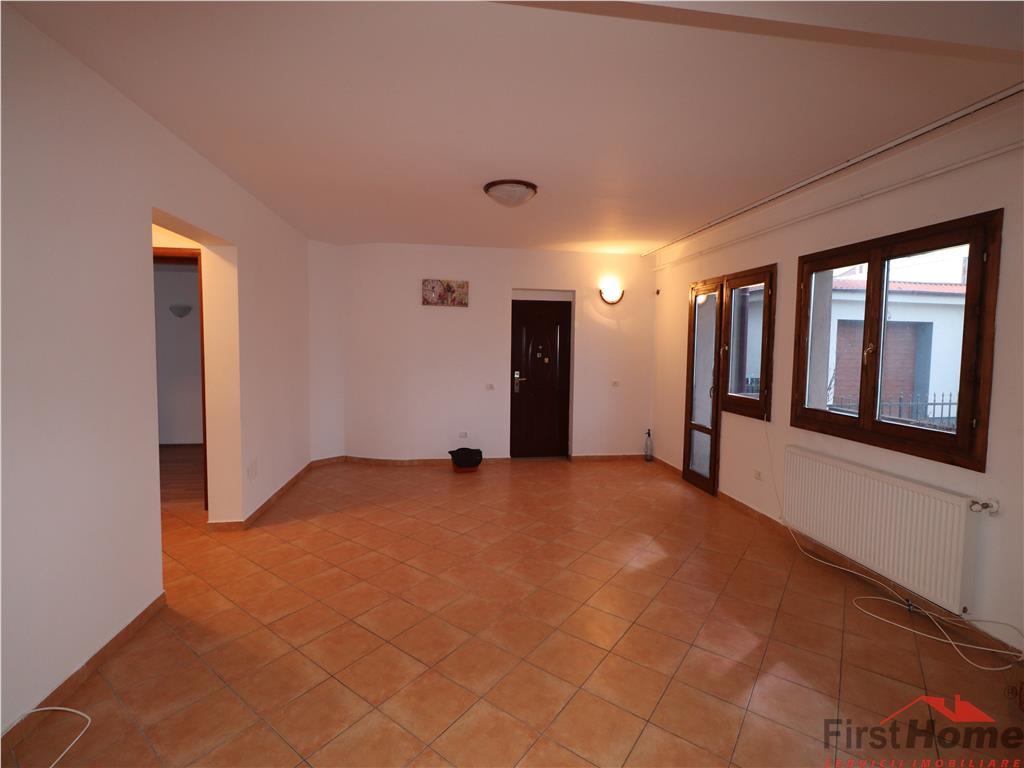 Apartament 2 camere + living cu bucatarie, nemobilat 270 E