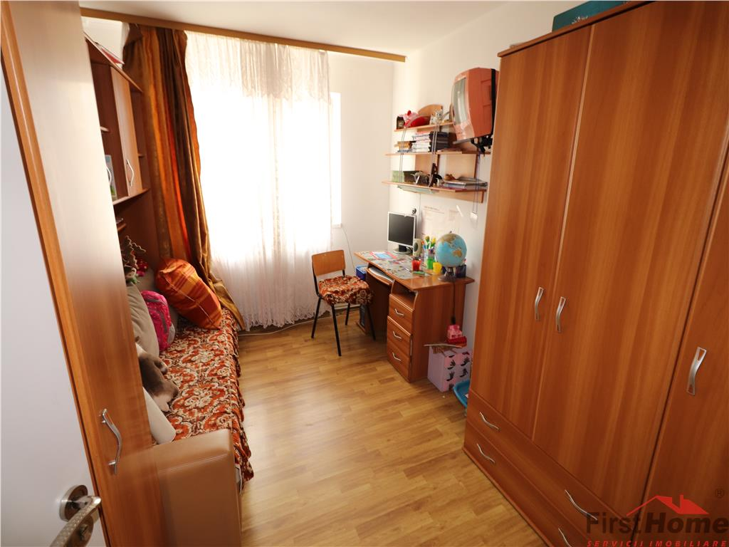 Apartament 4 camere, etaj 3, zona Sud  64mp