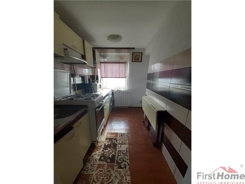Apartament 3 camere, zona Sud  Paco, etaj 4 cu acoperis