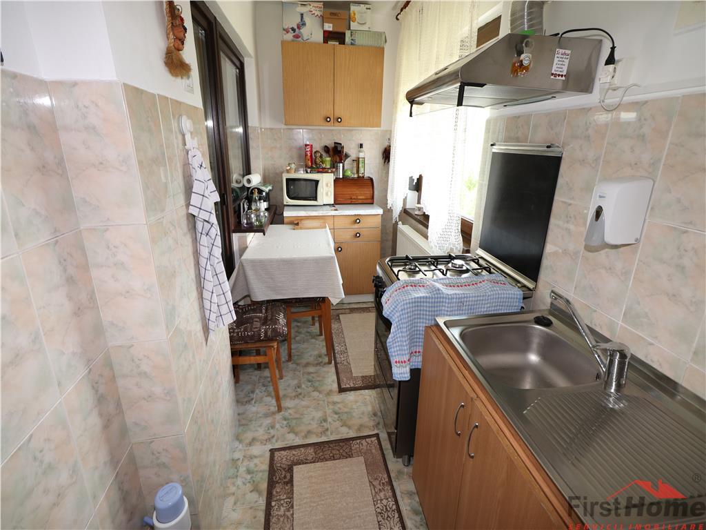 Apartament 2 camere, etaj 4 cu acoperis, zona Petrom sud