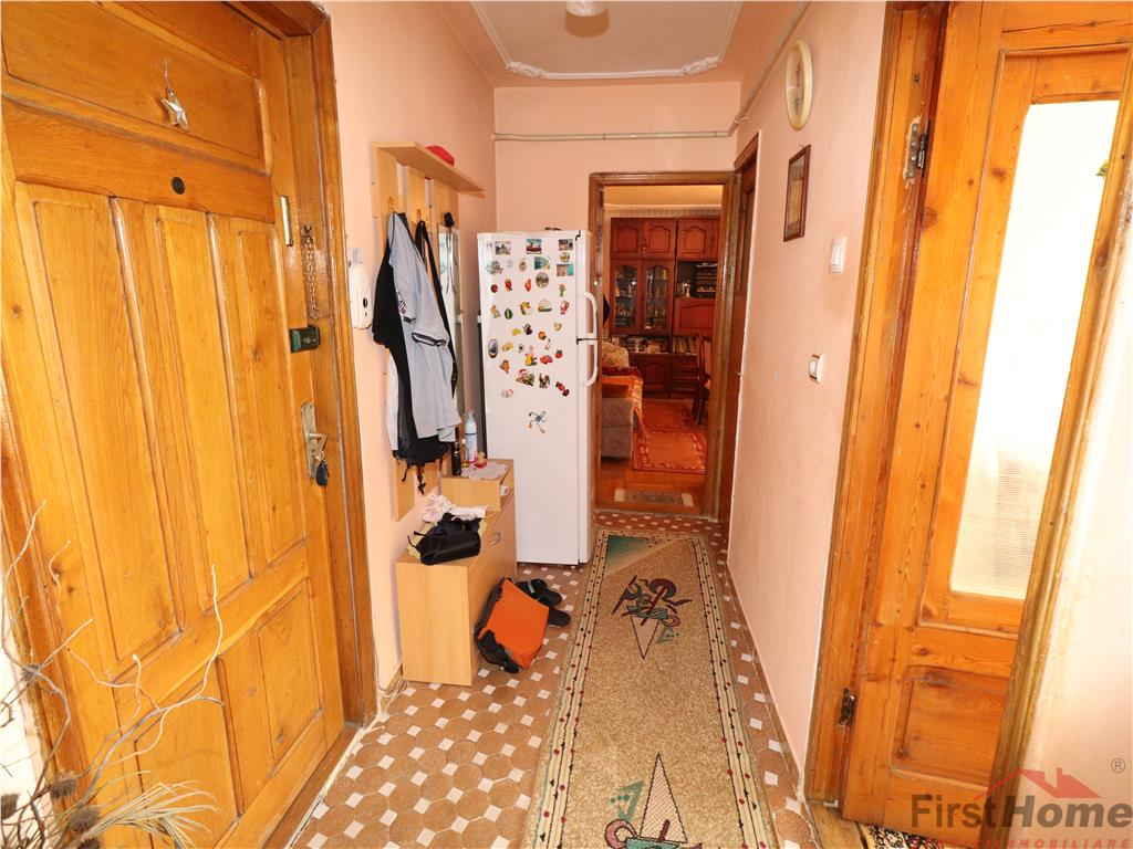 Apartament 3 camere, etaj 2, Longinescu  Politie
