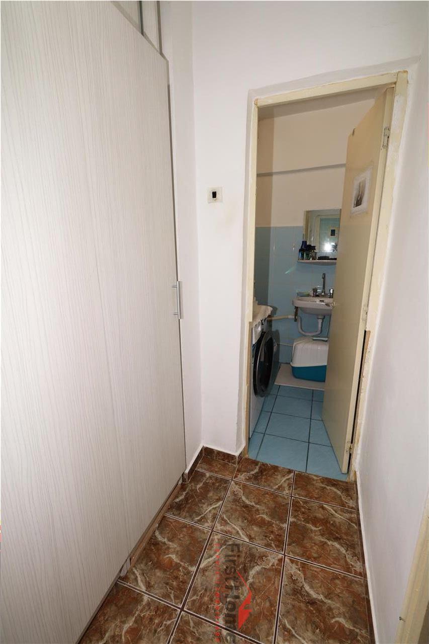 Apartament 3 camere, etaj 4, acoperis, zona Tiriac  Paco