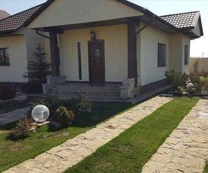 Casa la cheie parter la intrarea in Petresti 2 km de Focsani !!