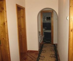 Apartament 4 camere, etaj 2, zona Primarie, mobilat si utilat.