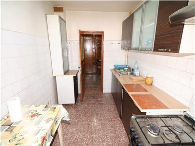 Apartament 4 camere, zona Finante, etaj 3 cu acoperis