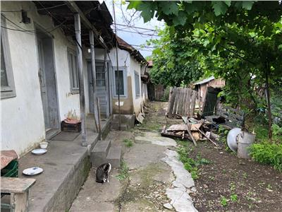 Teren 620mp si Casa demolabila in zona (str Bucegi)