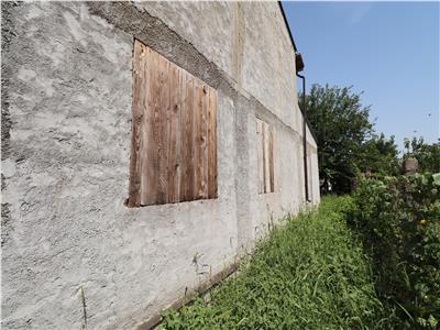 Casa la rosu de vanzare pe str Anghel Saligny