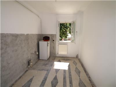 Apartament 3 camere de vanzare, zona Cuza Voda / Procuratura