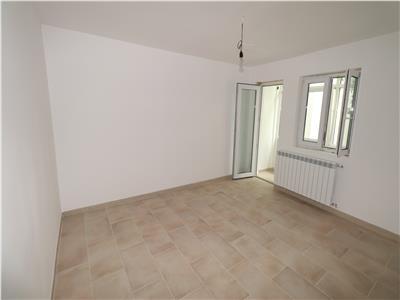 Apartament cu 2 camere,etaj 4,  renovat, zona Sud, de vanzare
