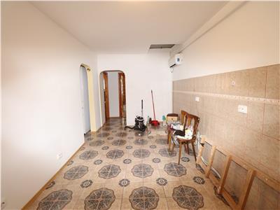 Apartament 3 camere,zona Piata, de vanzare