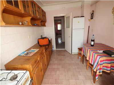 Apartament 3 camere, Strada Marasesti, de vanzare etaj 6 cu acoperis