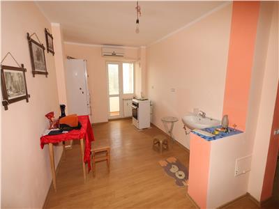 Apartament 2 camere , b-dul Unirii, etaj 4/10, zona Capela Militara