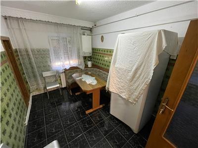 Apartament 2 camere, zona Lidl (fosta Autogara) etaj 3 cu acoperis
