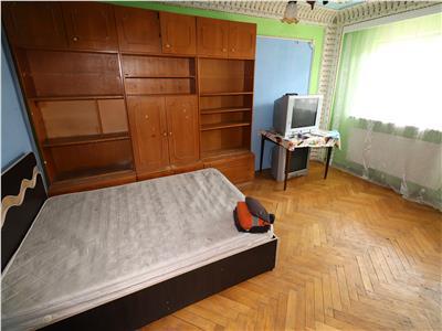 Apartament 3 camere, zona Sud, etaj 2, de vanzare