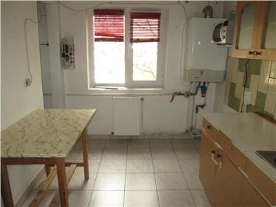 Apartament 3 camere, zona Homelux - sud -