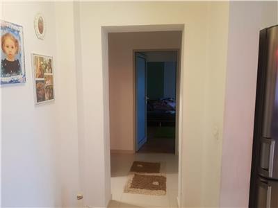 Apartament 3 camere, etaj 3/4, zona Sud