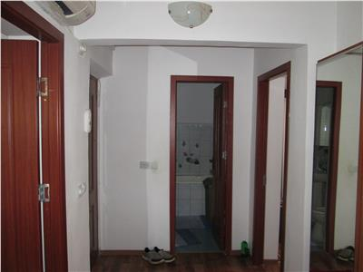 Apartament 3 camere , zona sud , etaj 3/4