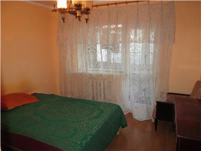 Apartament 3 camere, zona Scoala 3, etaj 3 cu acoperis