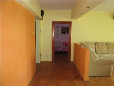 Apartament 3 camere, etaj 2/8, mobilat si utilat , Centru