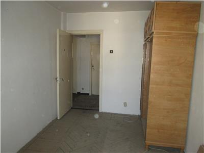 Apartament 3 camere, etaj 4/4 cu acoperis , Sud  Mausoleu