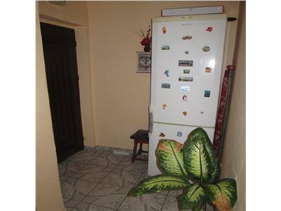 Apartament 2 camere, etaj 4/4 , acoperis, zona Zanfir