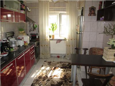 Apartament 3 camere, Independentei - Piata Moldovei etaj 3