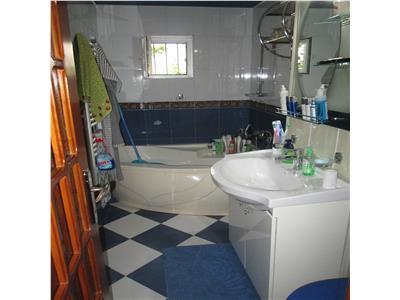 Apartament 3 camere zona Poienita