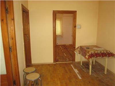 Apartament 2 camere, parter inalt , Lidl  Scoala 10