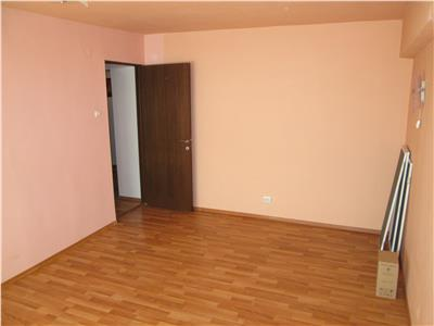 Apartament 3 camere, etaj 2, zona Teatru  Cuza Voda
