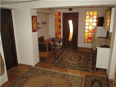 Apartament 3 camere, etaj 2, zona Teatru - Cuza Voda -