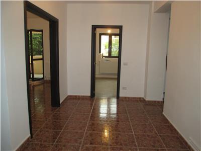 Apartament 3 camere, etaj 1, zona Primariei , nemobilat
