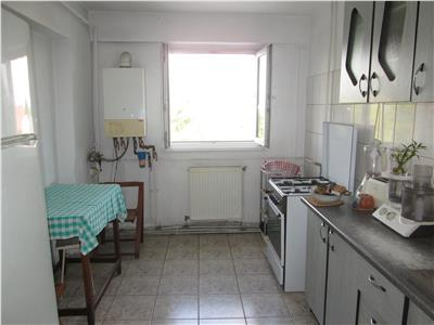 Apartament 3 camere, etaj 2 - zona Finante -