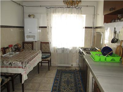 Apartament 3 camere, B-dul Brailei , etaj 4 (acoperis)