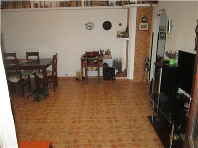 Apartament 3 camere ,zona LIDL centru, et 3/3 cu acoperis