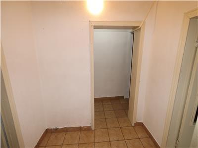 Apartament 2 camere, etaj 3/4, zona Panduri , liber