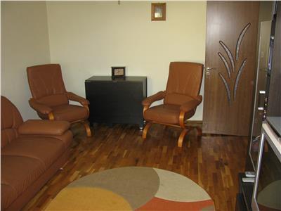 Apartament 3 camere, etaj 2/3, zona Muzeu, Bdul Garii